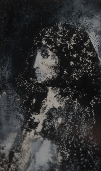 Mujer con manto